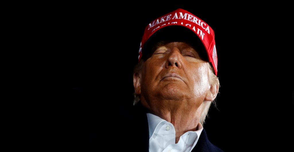 Trump insta a aprobar un mayor paquete de ayuda económica por el coronavirus