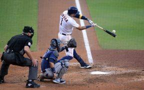 El jonrón de Correa en la novena entrada le dio vida a los Astros. (Foto: Reuters)