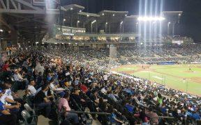 El estadio de los Tomateros de Culiacán admitió aficionados por primera vez.
