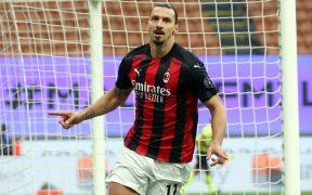 Ibrahimovic marcó los dos goles del Milan en el derbi ante Inter.