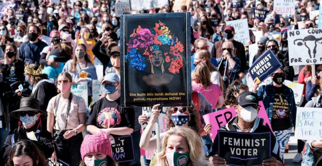 Miles de mujeres protestan en EU contra nominación de Coney Barrett