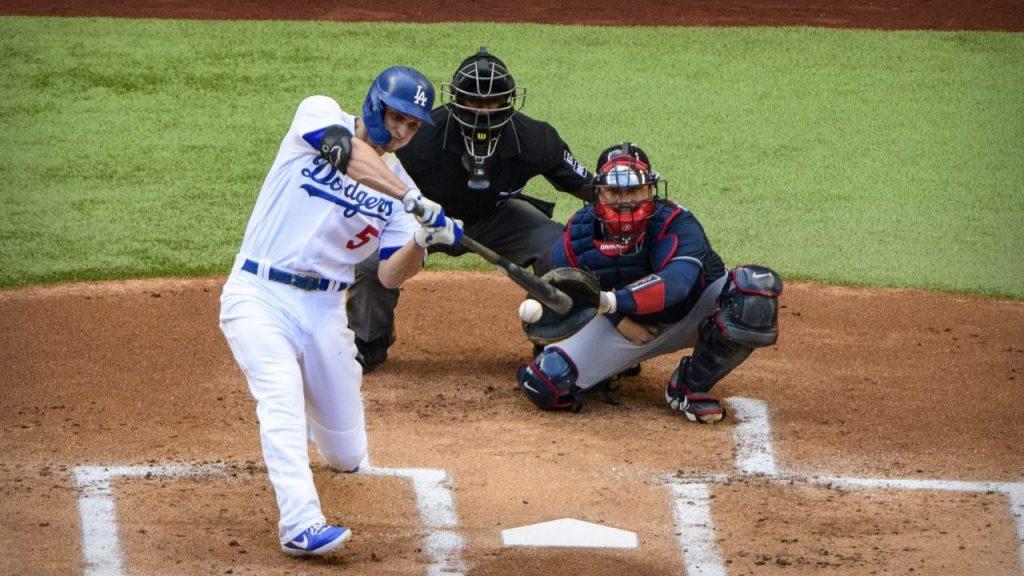 Corey Seager conectó un jonrón en la primera entrada que definió el juego a favor de Dodgers.