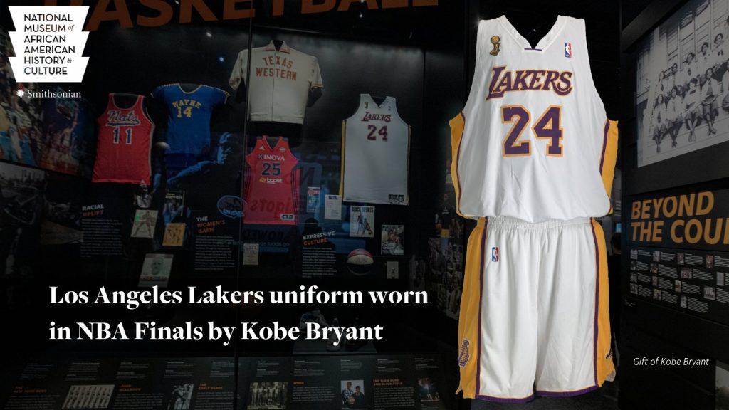 El Museo muestra un jersey que Kobe Bryant usó en las finales de la NBA 2008.