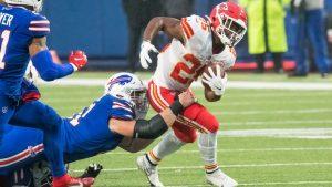 El novato Clyde Edwards-Helaire corrió para 161 yardas en el triunfo de Chiefs sobre los Bills.