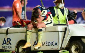 Benedetti no pudo contener el llanto al salir lesionado de la cancha.