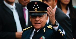 """Cienfuegos seguirá en prisión, el juez no quiso """"sus ahorros"""""""