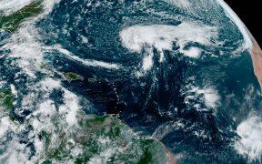 'Epsilon' se convierte en huracán categoría 3