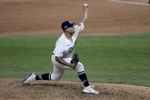 Julio Urías lanzará el cuarto juego de la Serie Mundial con los Dodgers.