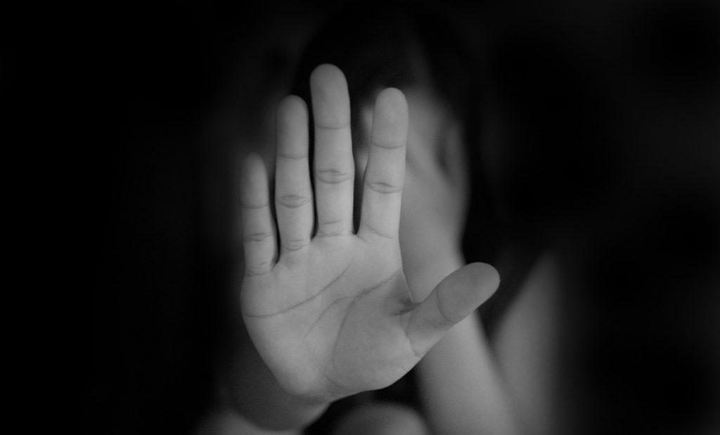 3 de 3 contra la violencia de género: no más funcionarios que acosen, abusen o deban pensión alimenticia