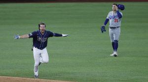 Brett Phillips impulsó la carrera del empate y luego llegaría el error de Dodgers que le dio el triunfo a Rays.