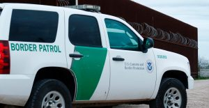 México exige a EU investigar la muerte de dos mexicanos a manos de policías