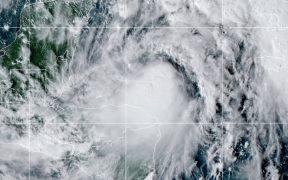 'Zeta' podría llegar a huracán antes de golpear México
