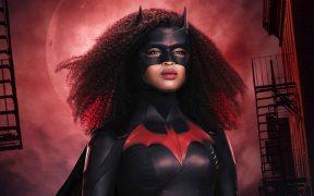Javicia Leslie presenta las primeras imágenes de ella como 'Batwoman'