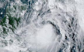 Huracán 'Zeta' empieza a azotar Yucatán con lluvias y vientos