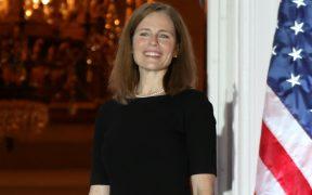 Amy Coney Barrett jura como la jueza número 103 del Supremo de EU