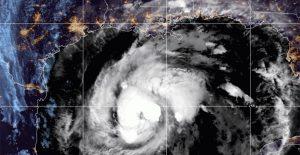 'Zeta' recupera fuerza camino a EU y vuelve a ser huracán