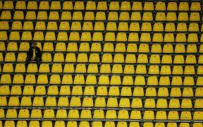 El futbol en Alemania volverá a cerrar las puertas al público en noviembre por el repunte de COVID-19.