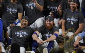 Justin Turner regresó al campo a festejar el título de Dodgers, lo que violó el protocolo sanitario al ser positivo a COVID-19.