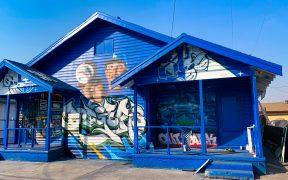 Esta familia de Los Ángeles dedicó un mural al mexicano Julio Urías, el héroe de los Dodgers.
