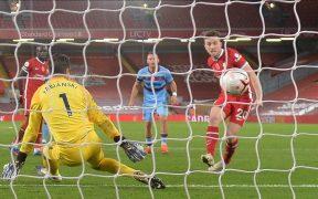 Diogo Jota marca el gol para el triunfo del Liverpool ante West Ham.
