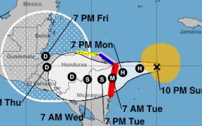 """""""Eta"""" se convierte en huracán categoría 1; no hay riesgos para México"""