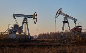 Pandemia y energías renovables impactarán en la demanda global del petróleo, estima consultora