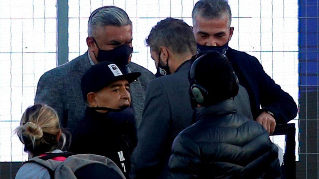 Maradona fue al partido de Gimasia el viernes por su cumpleaños, pero luego se retiró.