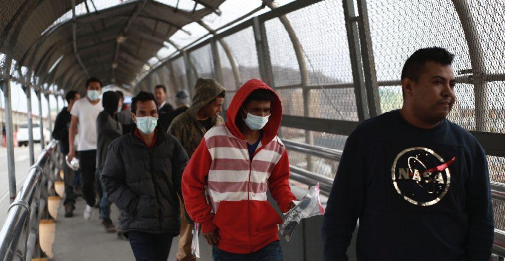 Juez ordena al gobierno de EU entregar expedientes de casos de migrantes