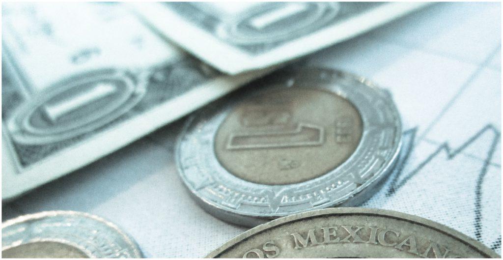 Peso sigue con la inercia de los comicios; dólar baja a 20.03 en bancos, el menor nivel desde enero
