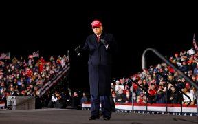 Campaña de Trump tomará más medidas legales; predice victoria para el viernes