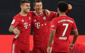 Lewandowski celebra su gol en el triunfo del Bayern sobre el Borussia Dortmund.