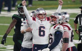 Nick Folk celebra el gol de campo que le dio el triunfo a los Patriots frente a los Jets.