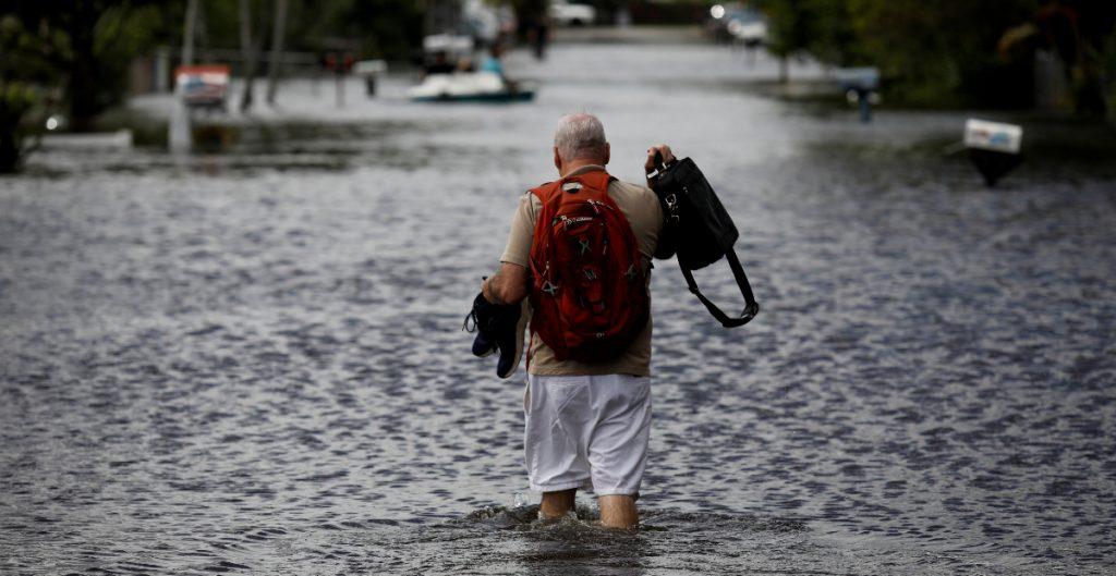 'Eta' cruza Florida con vientos y lluvias para salir al Atlántico