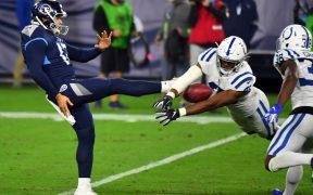 Speed bloquea la patada a Daniel que se convirtió en anotación para Colts en la paliza sobre los Titans.