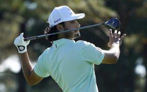 El mexicano Abraham Ancer es uno de los cuatro líderes del Masters de Augusta. Foto: EFE.