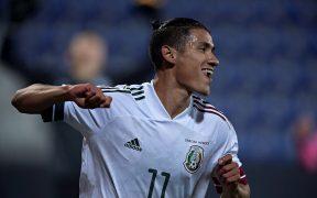 Uriel Antuna celebra su gol en el triunfo de México sobre Corea del Sur.