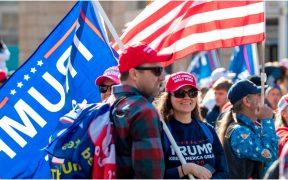 """Seguidores de Trump reclaman fraude electoral durante la """"marcha del millón"""""""