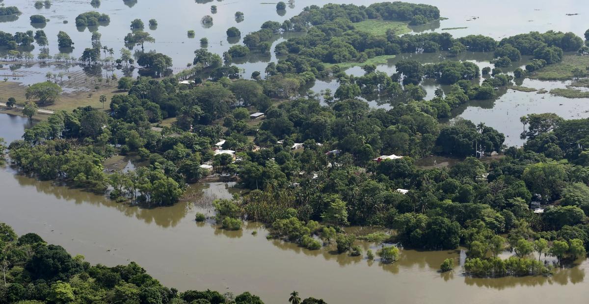 "Tabasco se hubiera ido a ""pique"" si no desfogábamos la presa Peñitas: AMLO"