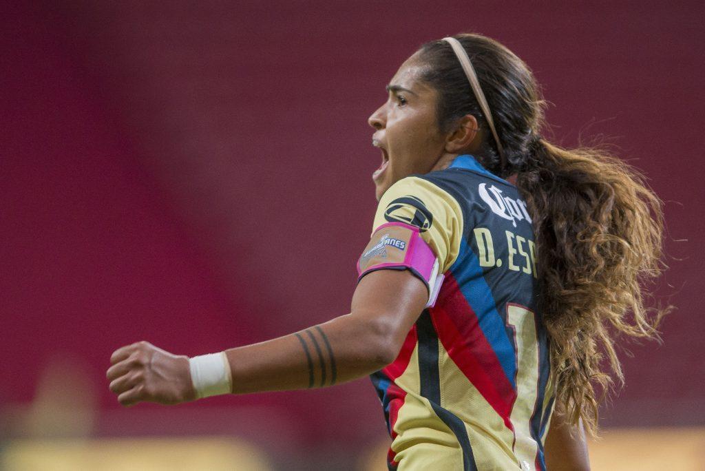 Daniela Espinosa celebra uno de los dos goles que consiguió en el Clásico femenil para el triunfo del América ante Chivas.
