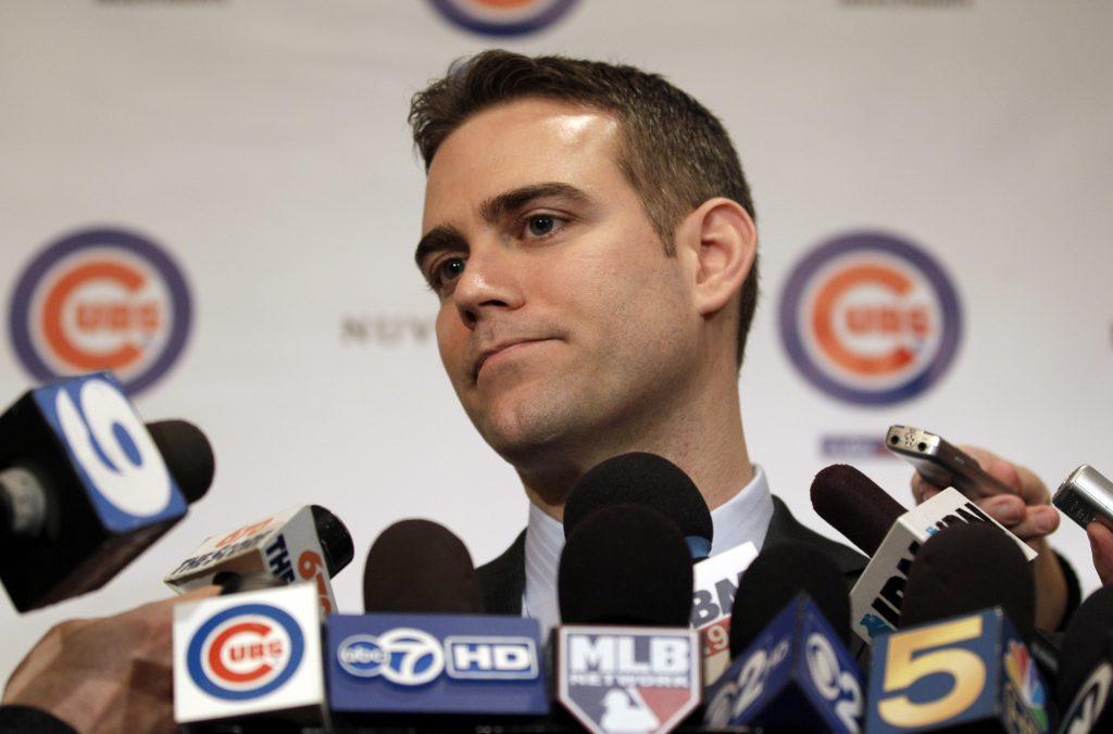 Theo Epstein se desvincula de los Cubs tras nueve temporadas como presidente de operaciones.