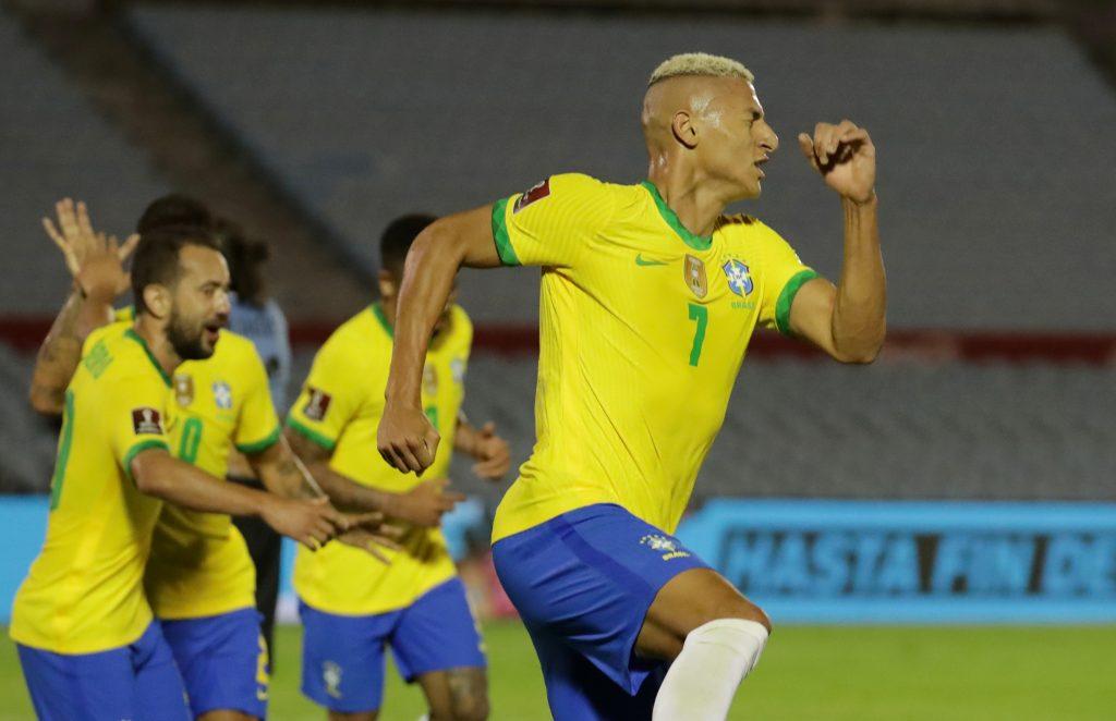 Brasil mantiene el paso perfecto en la eliminatoria con su triunfo sobre Uruguay.