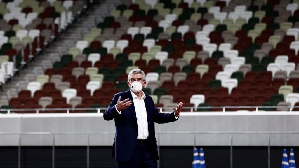 El presidente del COI, Thomas Bach, cumple una visita a Japón, para supervisar el avance de los Juegos Olímpicos de Tokio.
