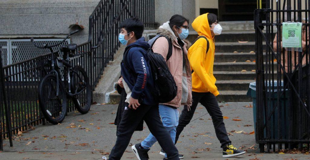 Nueva York cerrará escuelas públicas por el aumento de casos de Covid