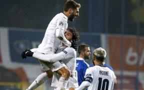 Barardi celebra su gol en el triunfo de Italia sobre Serbia que los mete al Final Four.