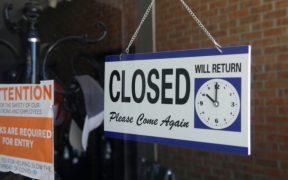 Solicitudes de ayuda por desempleo en EU suben por primera vez en cinco semanas