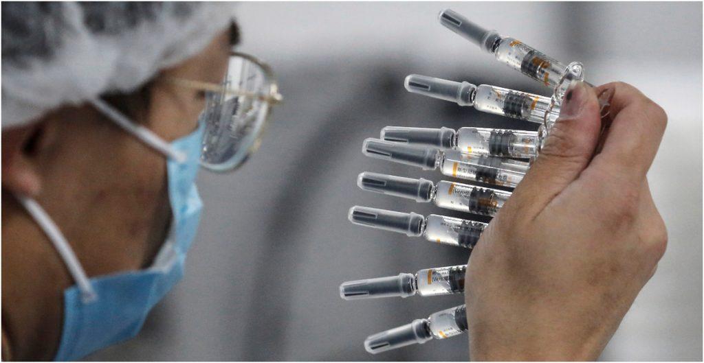 Científicos de Oxford esperan tener más datos de su vacuna contra Covid-19 en Navidad