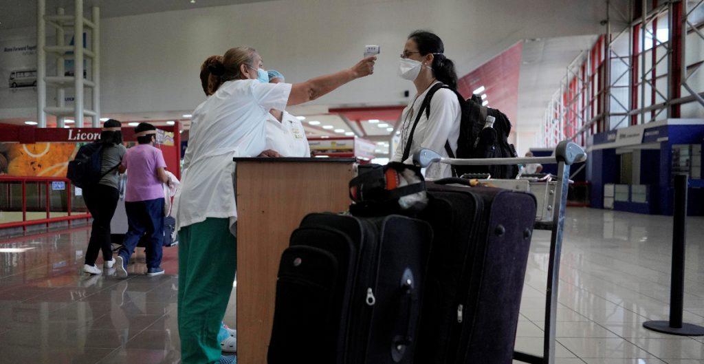 CDC recomiendan no viajar en Día de Acción de Gracias por la Covid-19