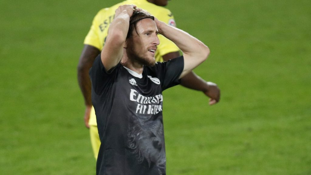 Luka Modric se lamenta en el duelo que el Real Madrid empató ante Villarreal.