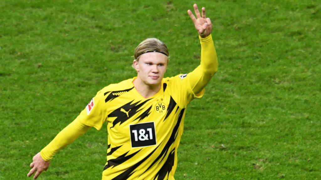 Erling Haaland celebra uno de sus cuatro goles en la remontada del Dortmund ante Hertha Berlín.