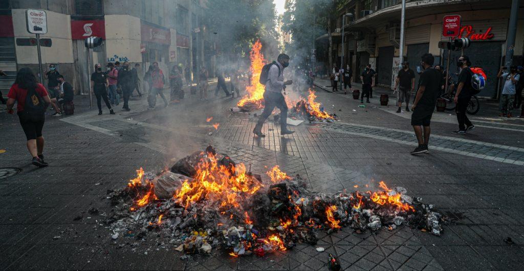 Presentan iniciativa en Chile para adelantar elecciones, entre las protestas por rechazo a Piñera